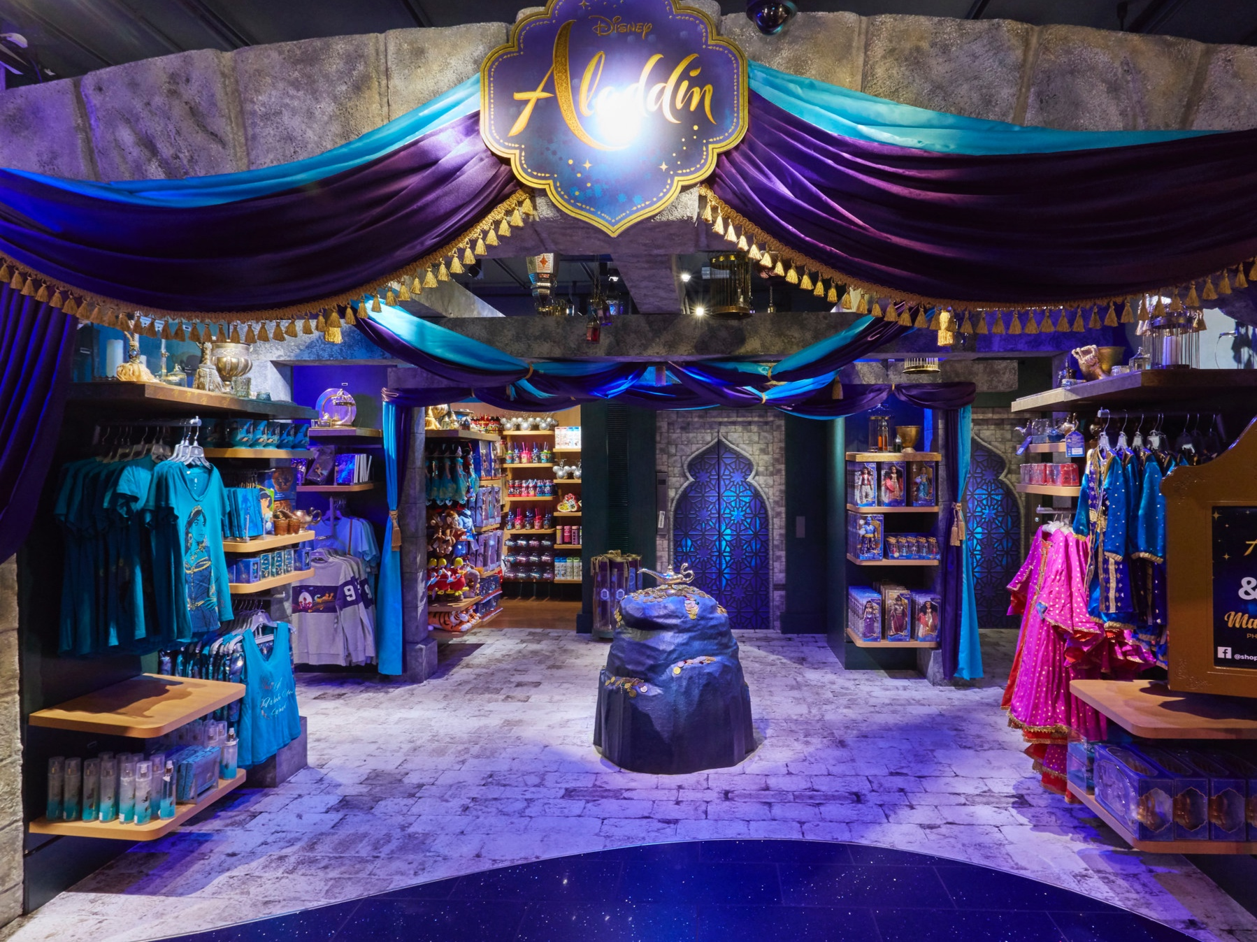 ALADDIN - DISNEY STORE, LONDON    May 2019