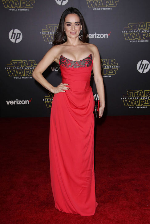 Ana-de-la-Reguera-red-dress-star-wars-force-awakens-premiere-h724.jpg