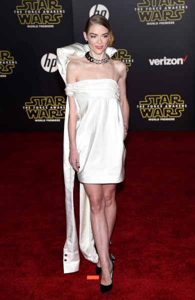 jaime-king-star-wars-the-force-awakens-premiere-los-angeles-GettyImages-501378688-390x600.jpg