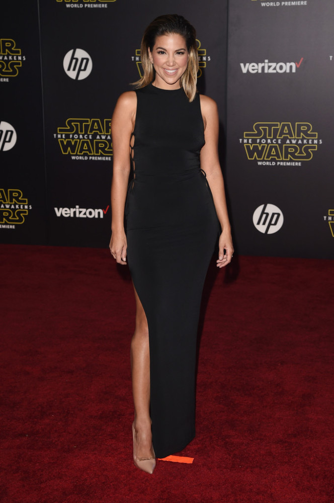 Premiere-Star-Wars-Force-Awakens-Arrivals-liz-hernandez-664x1000-2.jpg