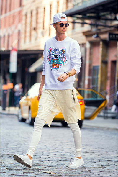 white-kenzo-sweater-white-guylook-leggings-white-h-m-sneakers_400.jpg