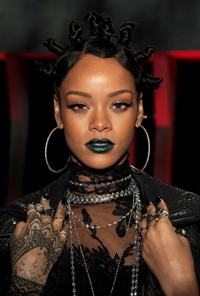 preview-full-Rihanna rockin Banru Knots.jpg