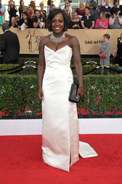 Viola Davis giving us crisp, white-tie glamour in this Vivienne Westwood gown.