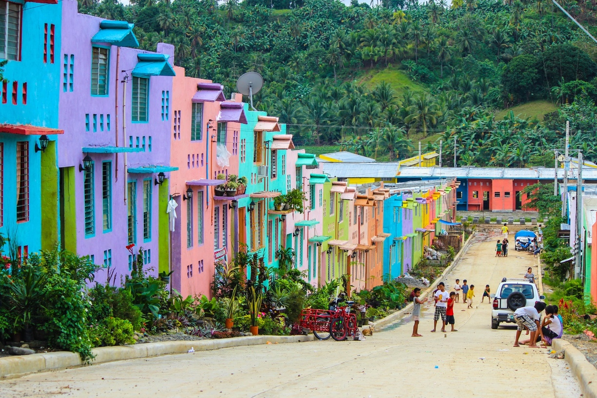 Colorful row homes with a gorgeous jungle as a backdrop