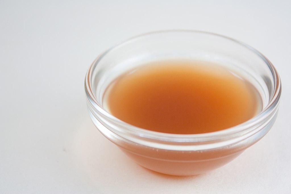 1024px-Apple_Cider_Vinegar_(4108653248).jpg