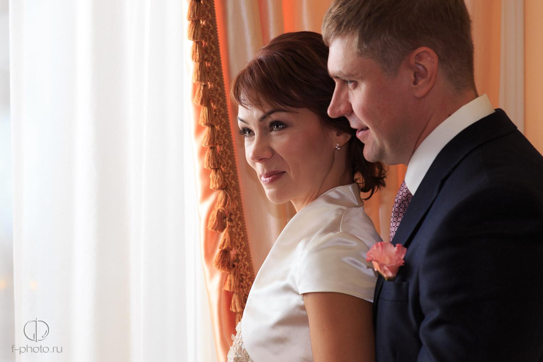 Хороший свадебный фотограф сумеет сделать красивые фото в самых разных условиях