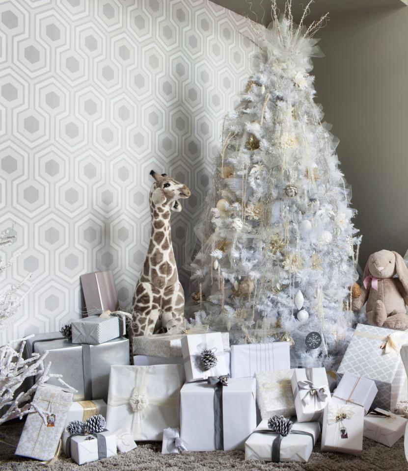 ALL WHITE CHRISTMAS TREE.jpg