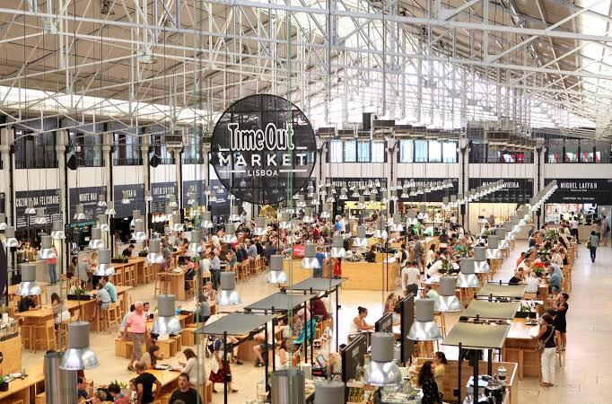 Mercado de Ribeira – Time Out Market. Photo Source: Casas Bacanas.
