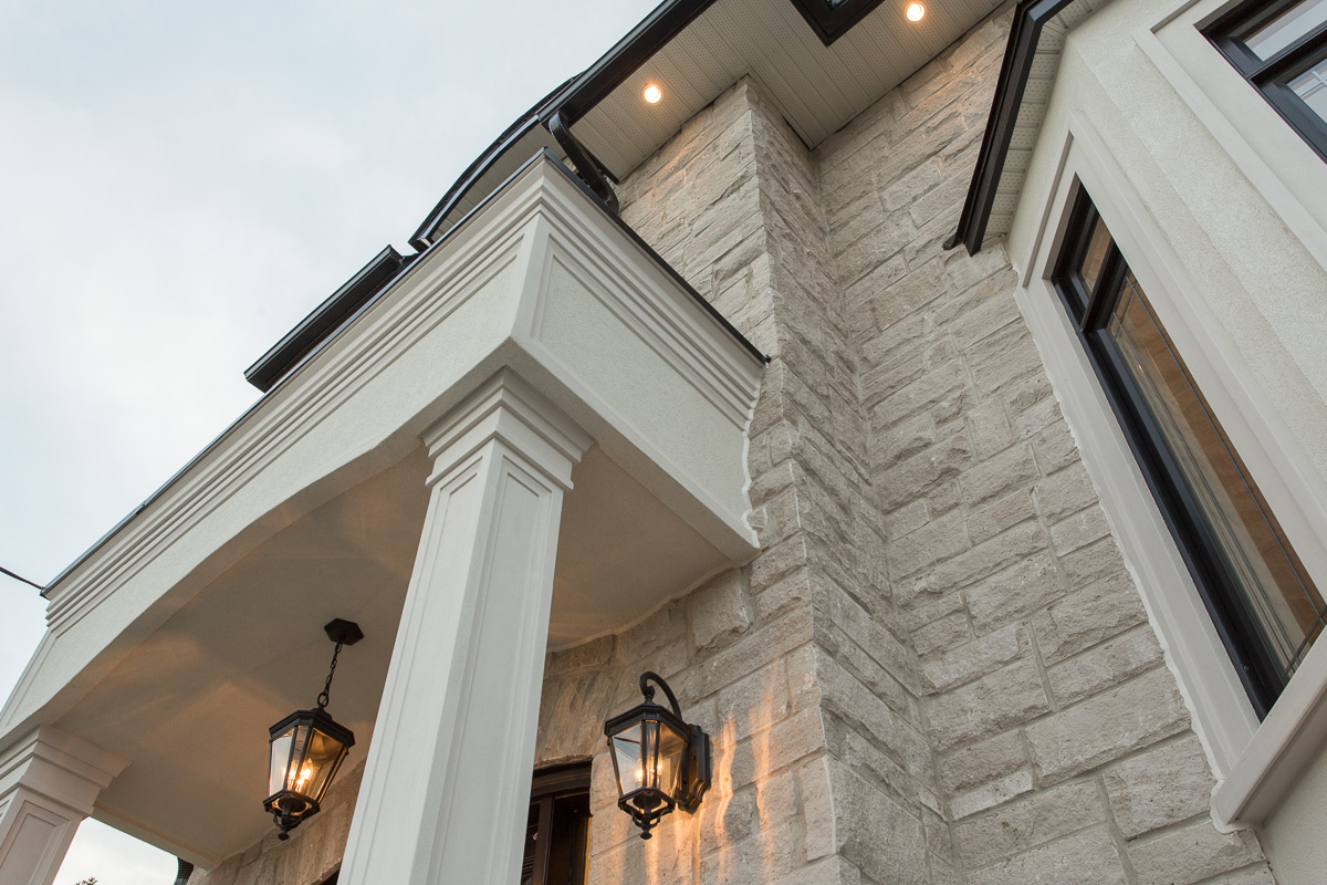 Custom transitional home exterior