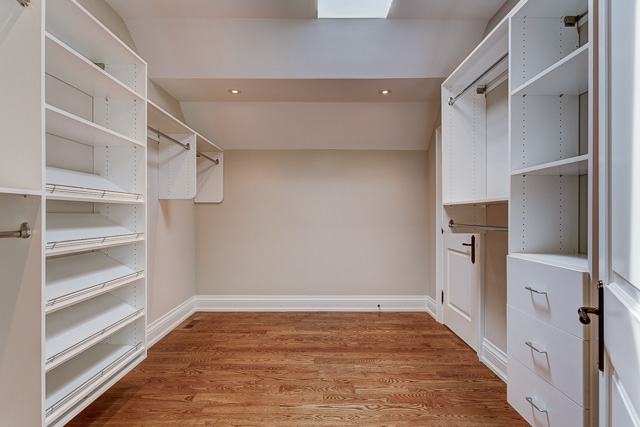 Master walkin closet - transitional custom home