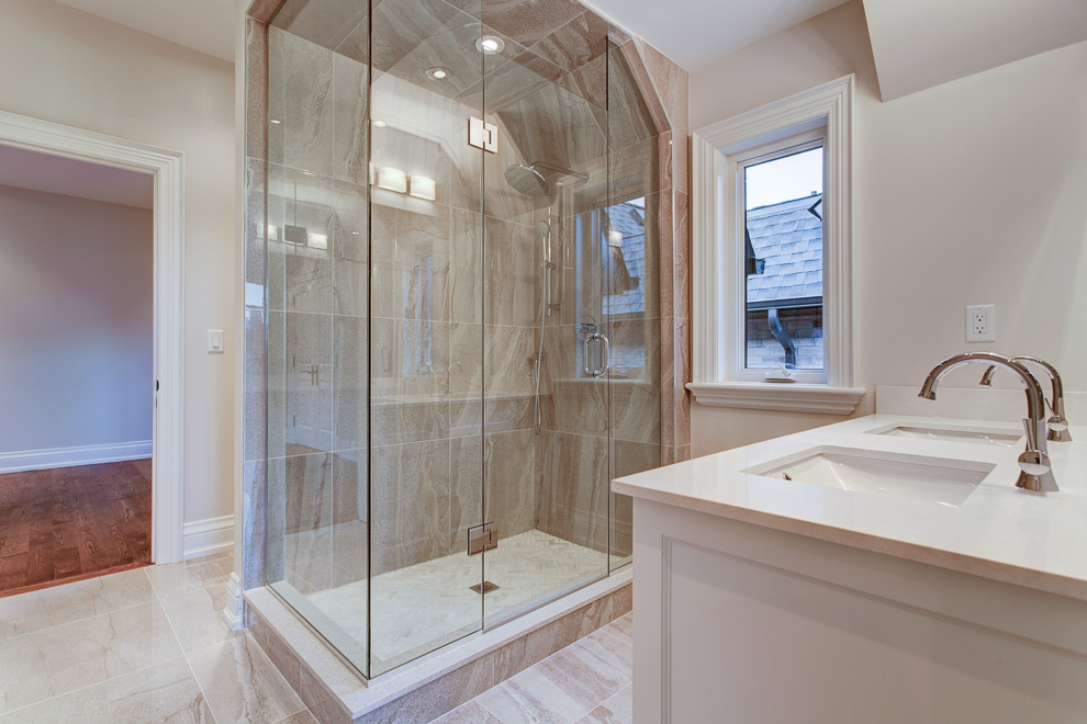 Shared ensuite - transitional custom home