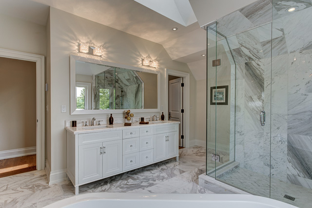 Master ensuite - transitional custom home