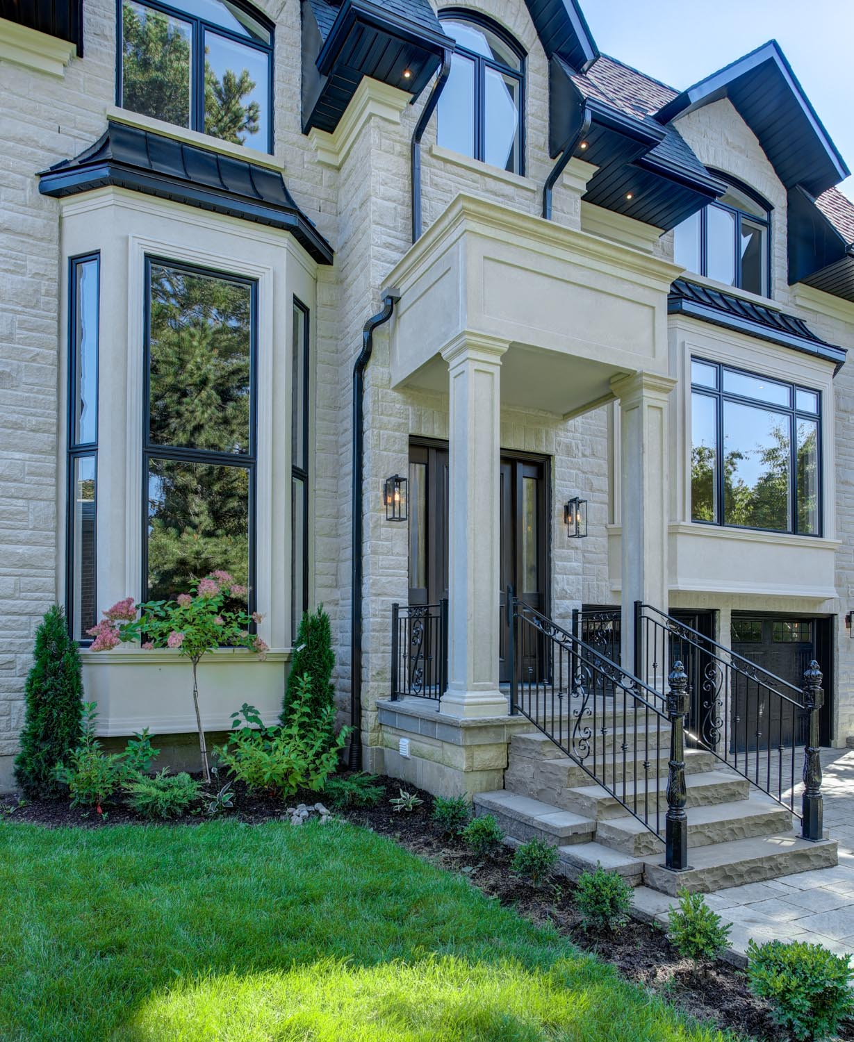 Toronto transitional custom home – front exterior