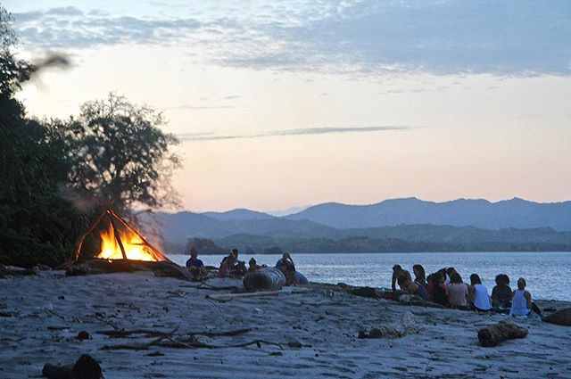 Beach Bonfires🔥Starry Nights ✨  Yoga Adventure Retreat(s)  August, 5-11 September, 2-8 PANAMA  @santacatalinaretreats  @fannyyoga . . . . . . . . . . . .  #yeahyoga #adventure #yoga #healing #retreat #panama #surf #beach #love #island #sup #ocean #nature #elements #play #yogaeverydamnday #yogainspiration
