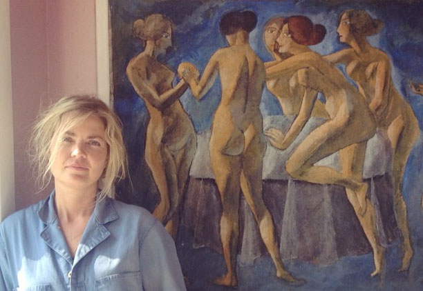 Ditte Cohn in front of one of Benny's paintings
