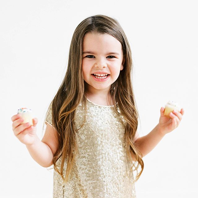 Who's just in it for the cupcakes? 🍰🙋🏼‍♀️ My sweetest niece in @amaleeaccessories sparkly FG140 {comes in other colors too} Swipe 👉🏻 for the full look! ✨ In search of flower girl dresses? Come see us! Appointment #linkinbio 👆🏻 Photo: @jennapowersphoto Hair: @monroesbeautyspa Makeup: @e.eigensee . . . . . . #bridesmaids #614bride #614 #columbusohio #ohiobride #columbusbride #cbusweddings #columbusweddings #bridetribe #misstomrs #pursuepretty #dressshopping #shoplocal #futuremrs #engaged #columbusalive #expcols #asseenincolumbus #amalee #flowergirl #flowergirldress #flowergirldresses #socute #sequins #allthatglittersisgold #gildedtribe #letthemeatcake #imhereforthecake #cupcakes
