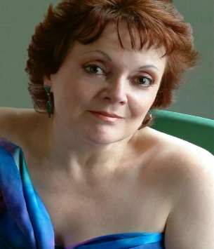 """""""I am looking forward enormously to coming to your highly reputable Opera School in Whanganui,"""" says Della Jones, adding a message for those considering applying for the 2017 intake. """"I work hard, but believe in the joy of music- making, and I will help you all in whatever challenges you need to overcome."""""""