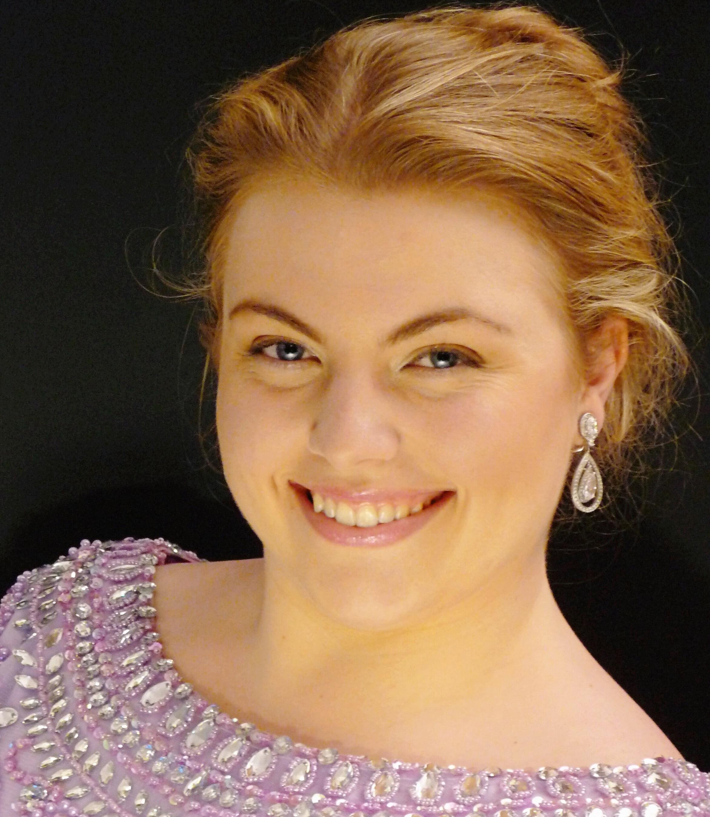 Felicity Tomkins Headshot.jpg