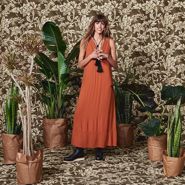 Tuesday cazh daytime maxi lewk? Don't mind if we do. #maxidress #daytimemaxi #maxichallenge #sffashionblogger #outfitinspo #valenciastreetsf #valenciastreetstyle #sfmission #missionstyle #sanfranciscolove #sanfranciscostyle #summeroflove #farahfawcetthair #pomandère #redwingboots #redwingheritage #redwingwomen #goldenponyworkshop #chasingkendall #lexingtonstandard