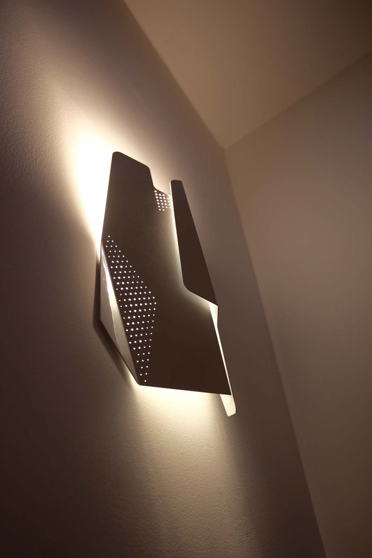 BRAQUES-COLANDER-BY-NIGHT_DESIGNER_SUULIN-ARCHITECTS_PHOTO-CREDIT_SUULIN-ARCHITECTS.jpg