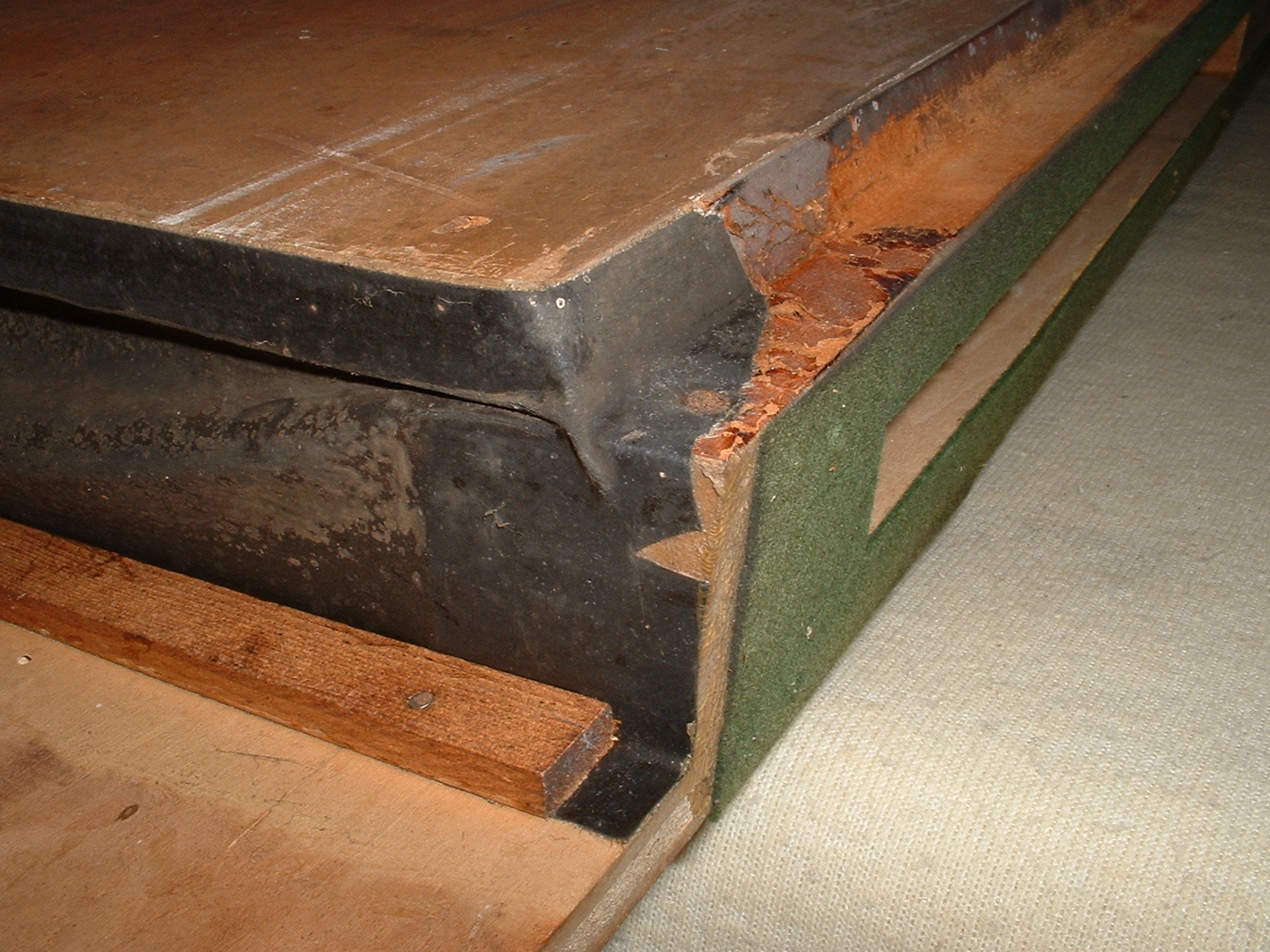 Worn out bellows cloth