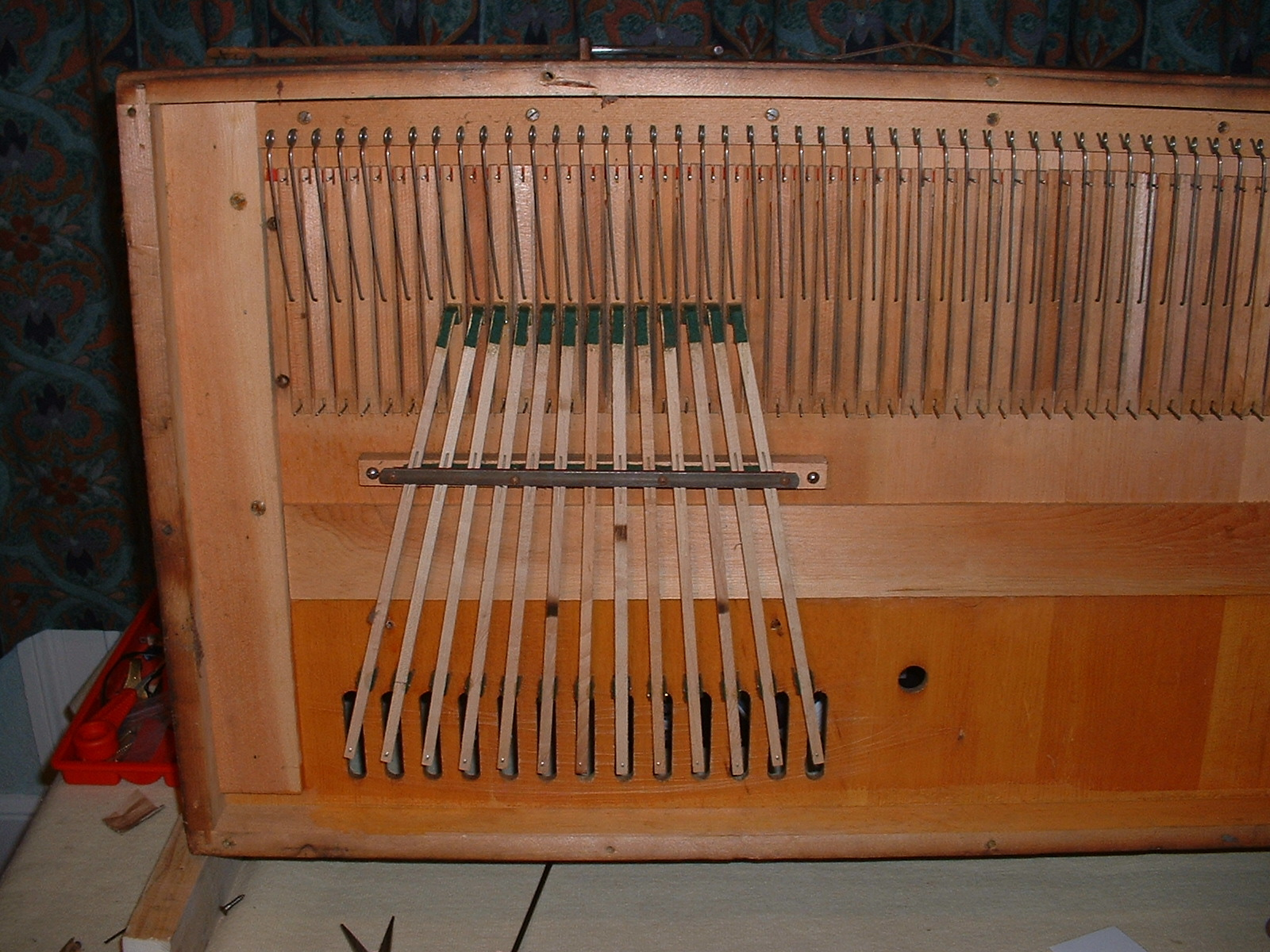 Pallet linkages to the sub-bass
