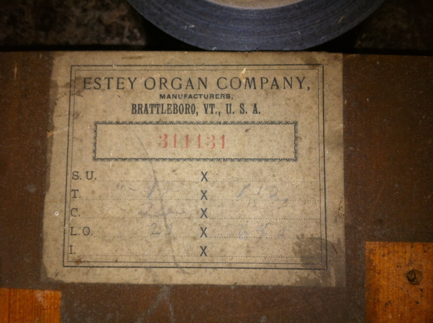 The serial number dating the organ to 1898