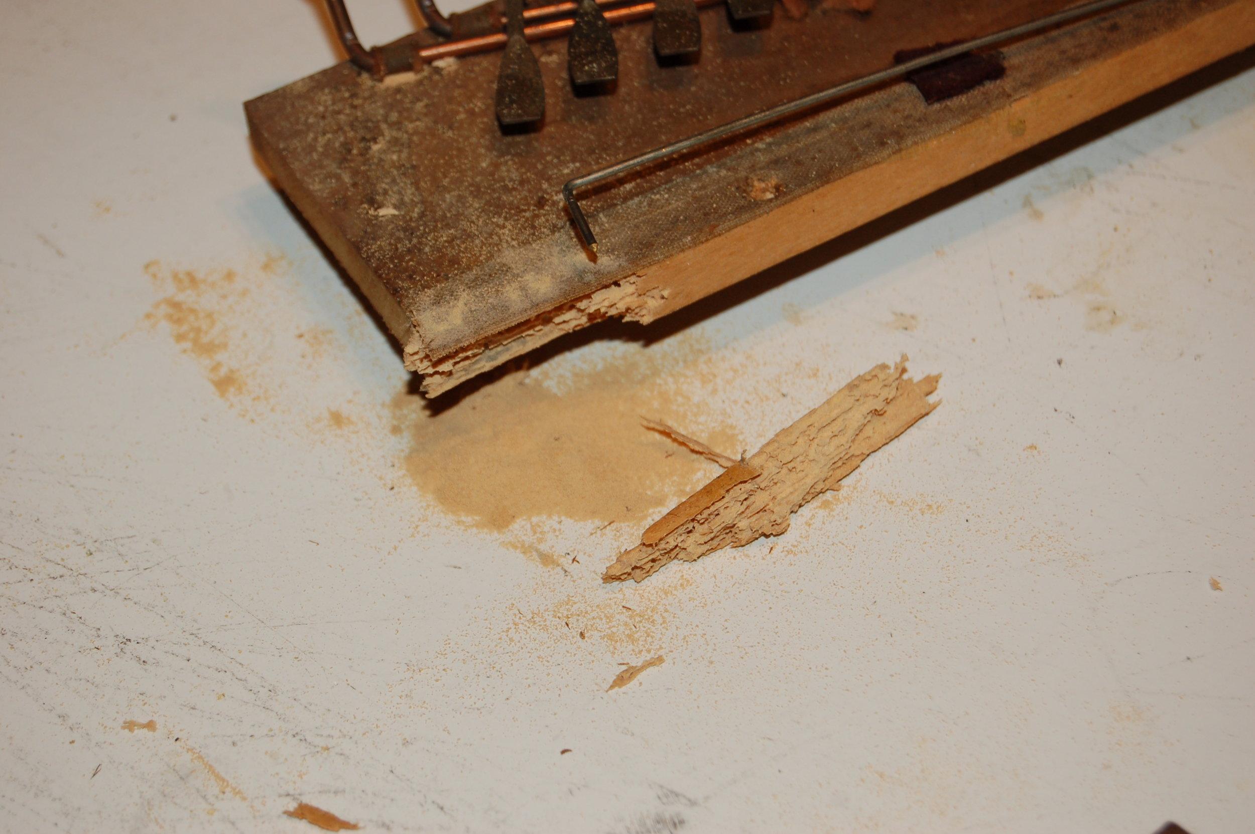 Crumbling coupler hinge