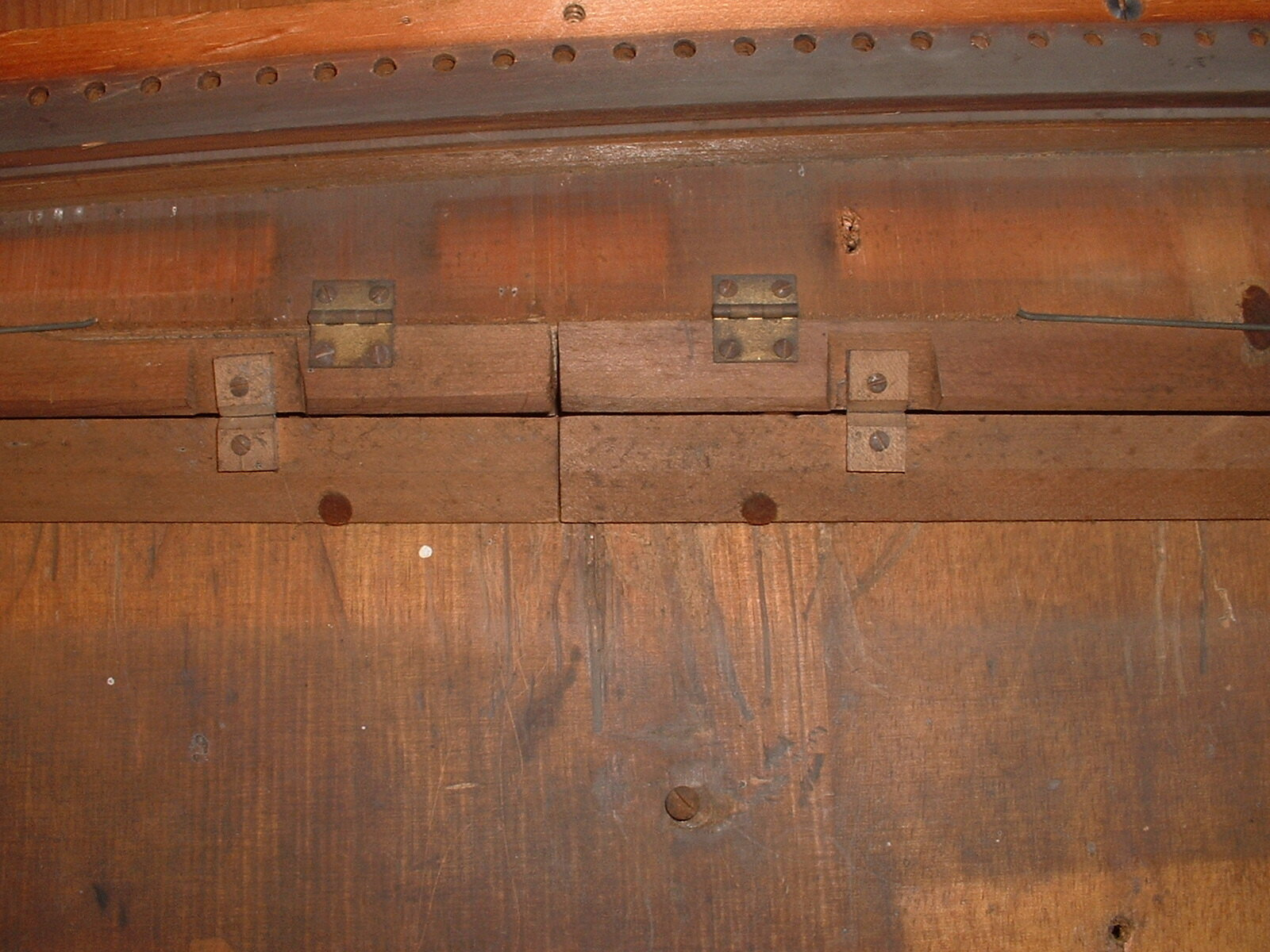 close up of hinges on rear right and left mutes.JPG