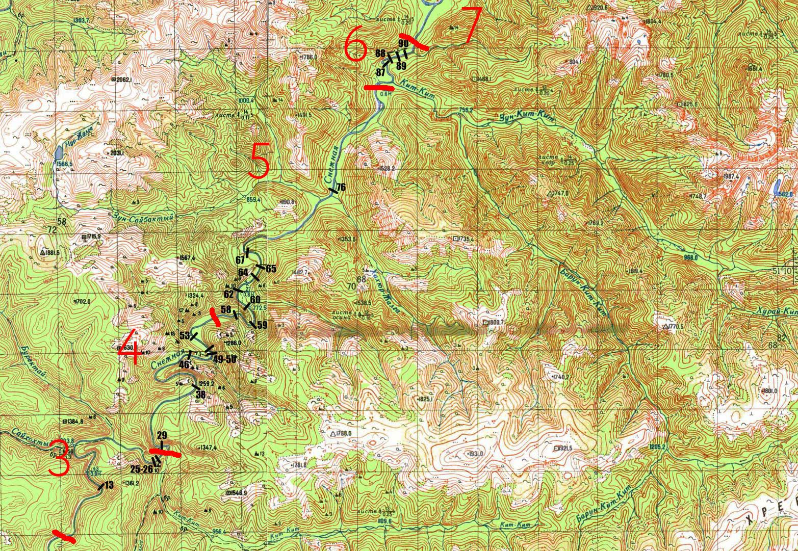 Еще одна карта покрупнее. Красные номера — дни прохождения, черные — серьезные пороги, которые стоит осматривать перед прохождением. Видно, что в середине реки — самые напряженные участки