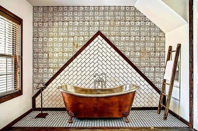 #tubcrushtuesday 🛁💕@urbancowboybnb (📷 @benfitchettphoto) . . . #tub #bathtub #clawfootbathtub #copperbathtub