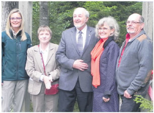 From L to R: Geri Syroteuk (acting superintendent, Fundy National Park); Kirstin Shortt (Mayor, Alma); Wayne Steeves (MLA, Albert); Deborah Apps (president & CEO, TCT); and Poul Jorgensen (executive director, Sentier NB Trails). Photo: Isabelle Spencer, Parks Canada