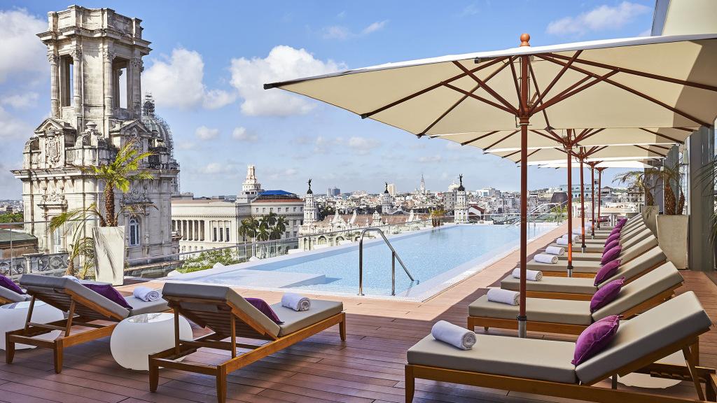 rooftop-pool-gran-hotel-manzana-kempinski_18523_original.jpg