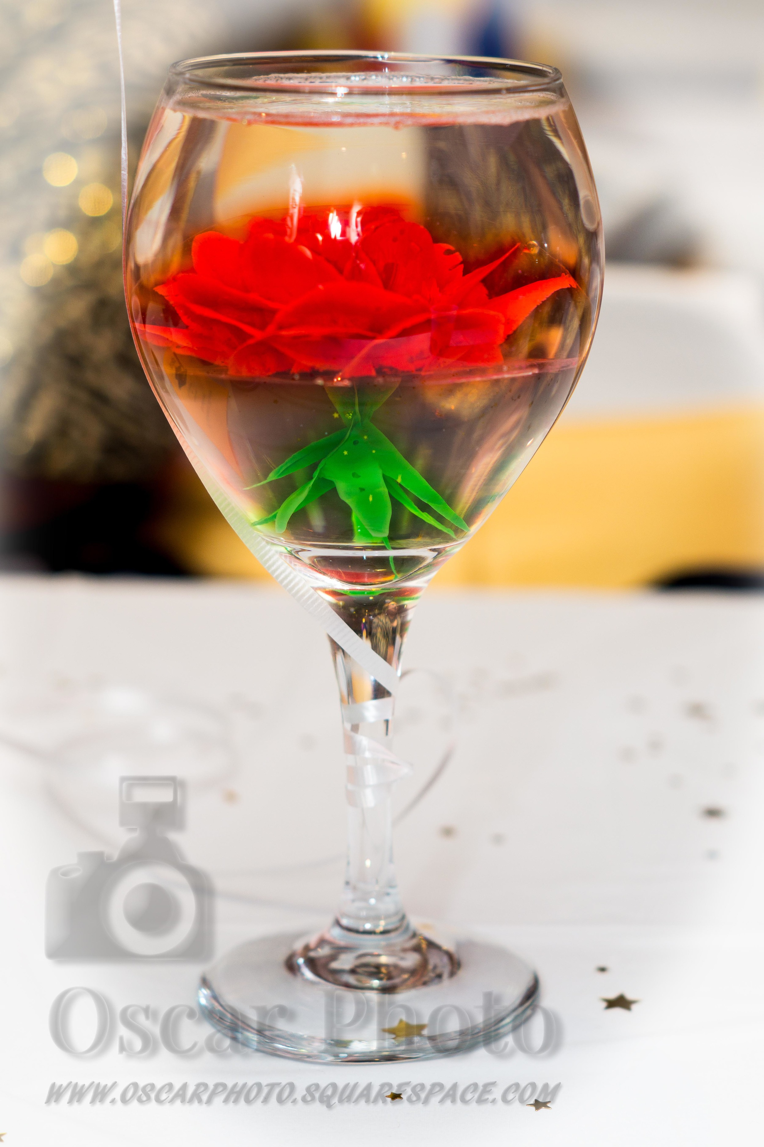 Rosa en una copa