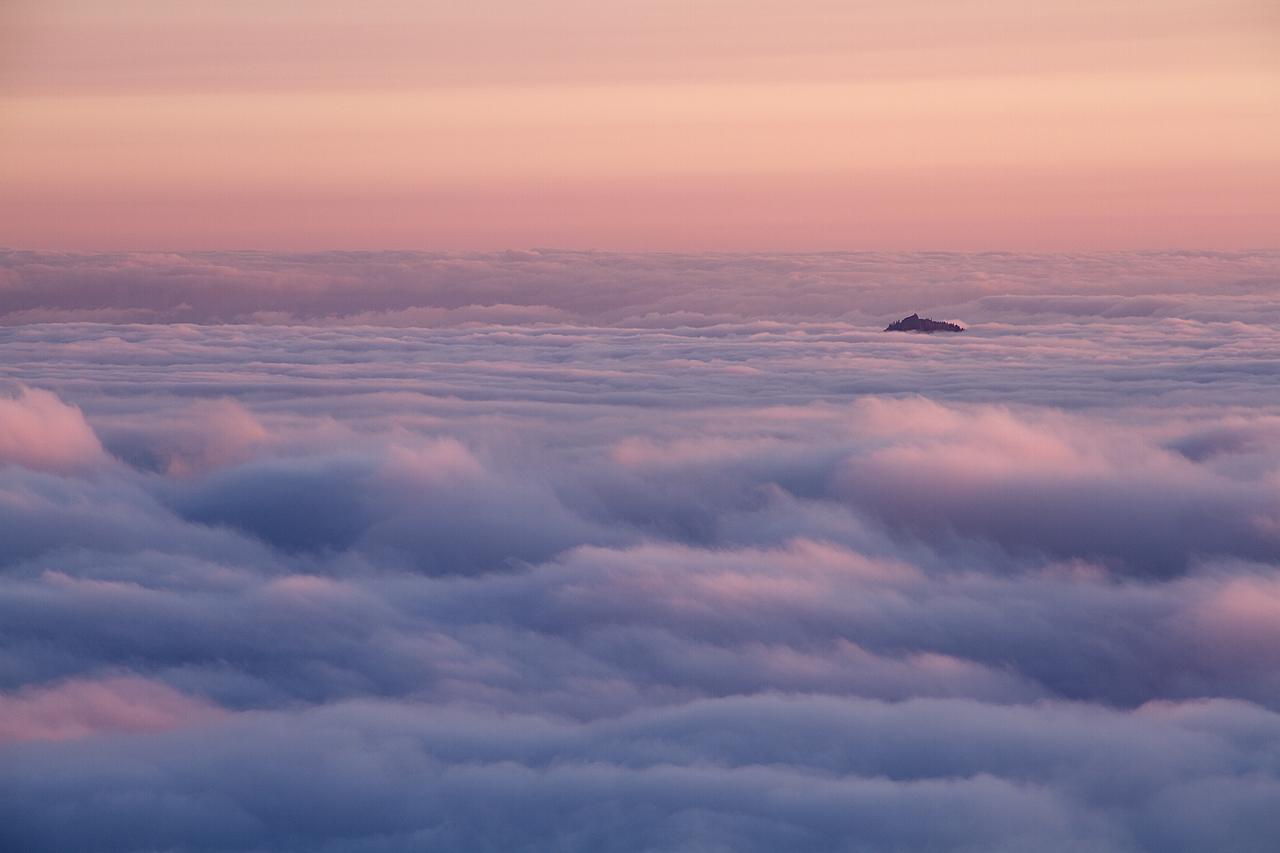 Island_in_the_Clouds.jpg