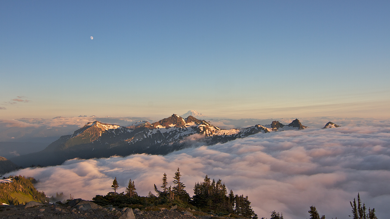 Looking_South_from_the_Skyline_Trail.jpg