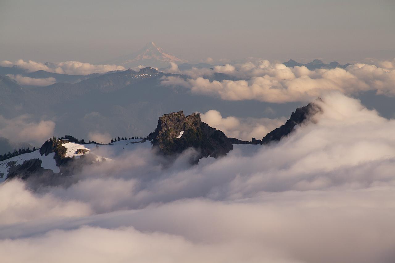 Southern_Cascades_in_Fog.jpg