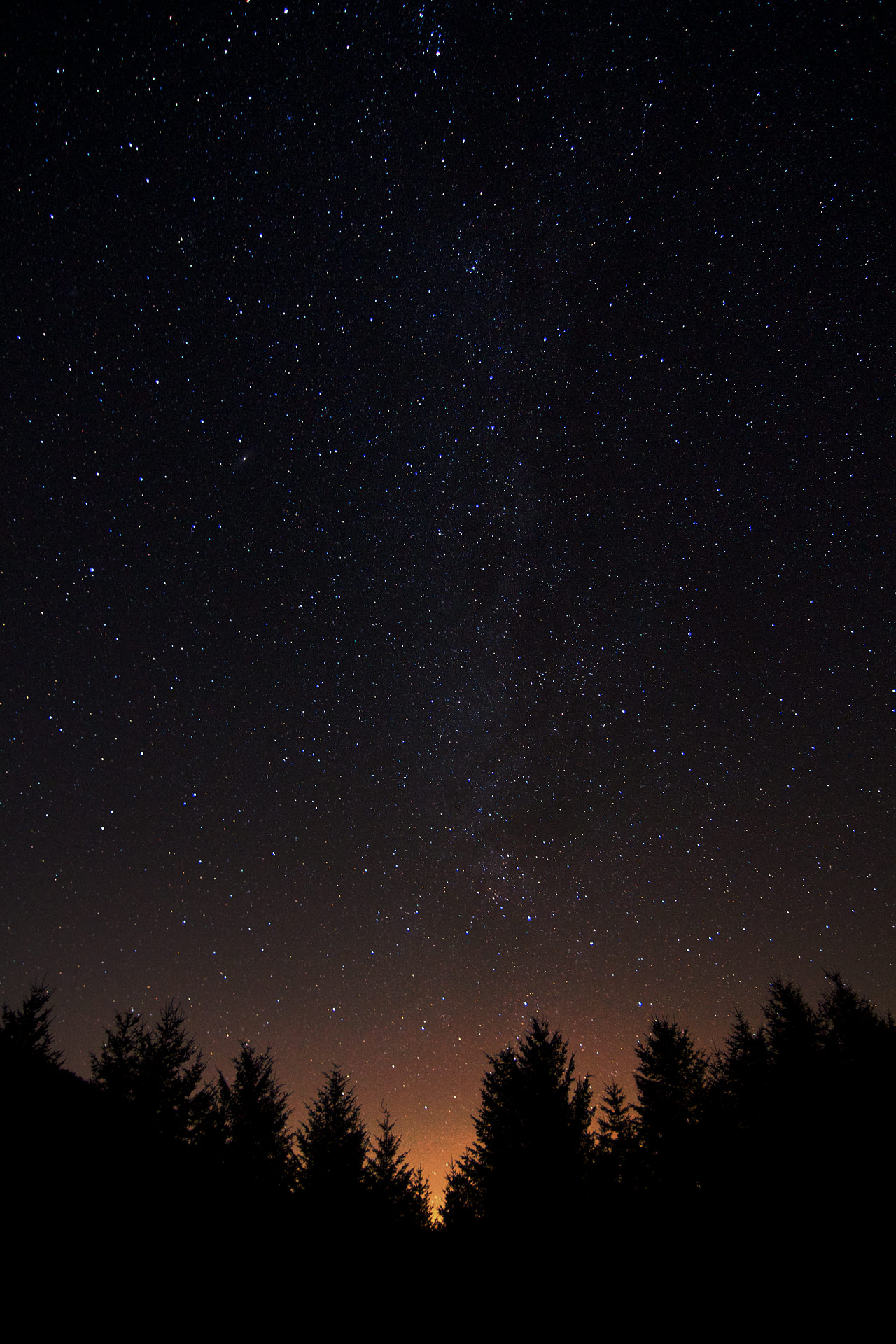 The_Milky_Way_over_Seattle.jpg