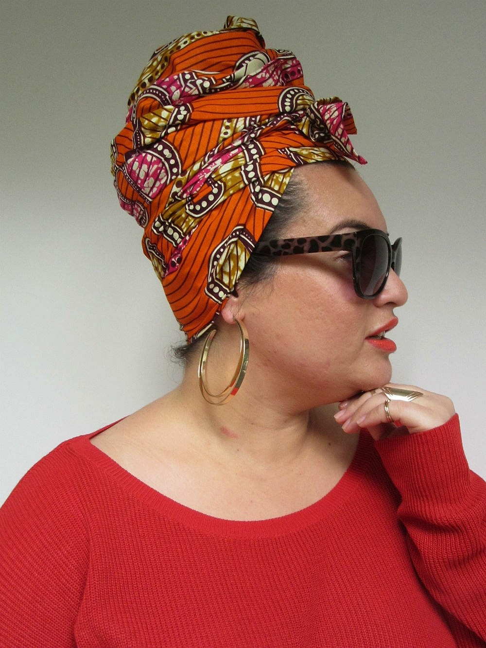 Styling for headwrap MACY consisted of the TURBAN. Instead of tucking in the loose fabric ends, we used these to tie a small side bow. Gold rings and hoops complete the look.