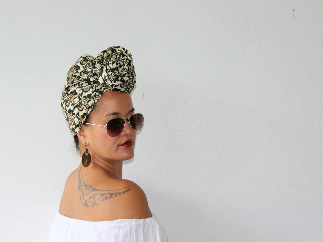 Aviator sunglasses and a TOPKNOT styling technique was the ideal match for HEADWRAP RETRO, stylish but yet able to compliment any casual look.