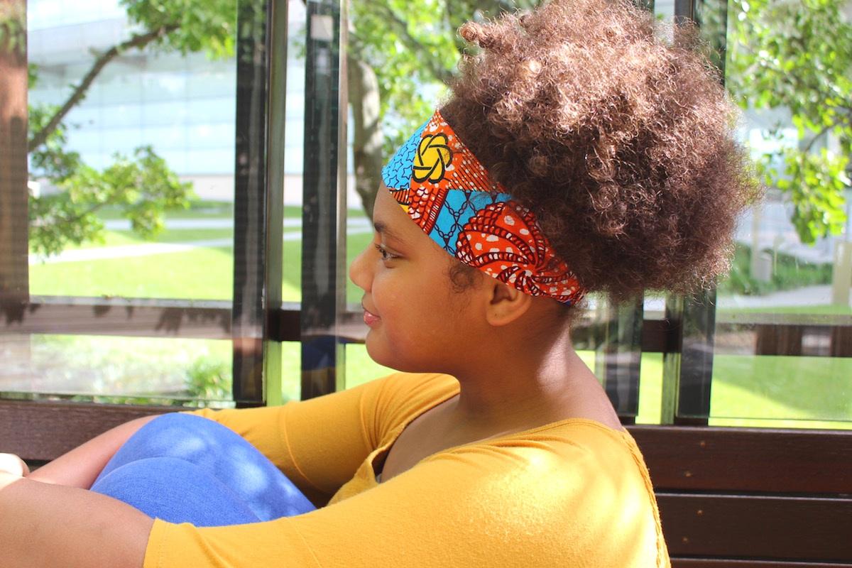 Fahina wears  headband SASHA .