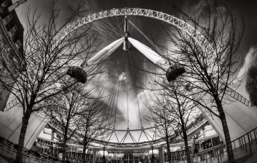 (S  eriously, maybe it's  me but don't the clouds at  the centre of the wheel look  like a dove???  )