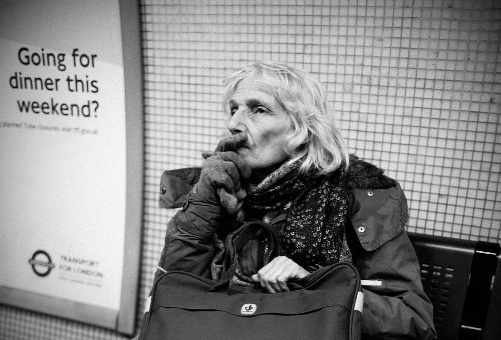 photos-on-the-london-underground-8.jpg
