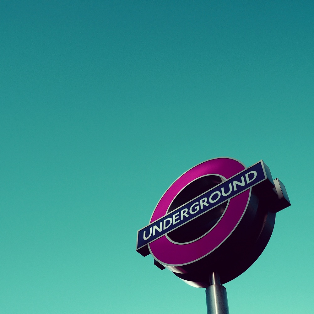 photos-on-the-london-underground-10.jpg