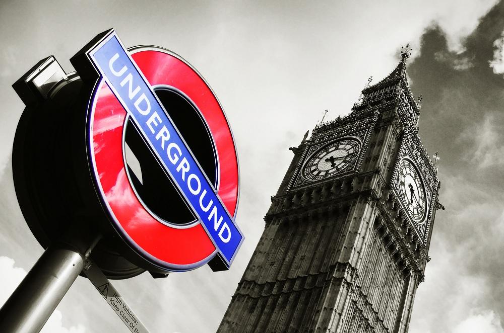 photos-on-the-london-underground-13.jpg