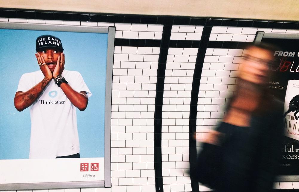 photos-on-the-london-underground-14.jpg