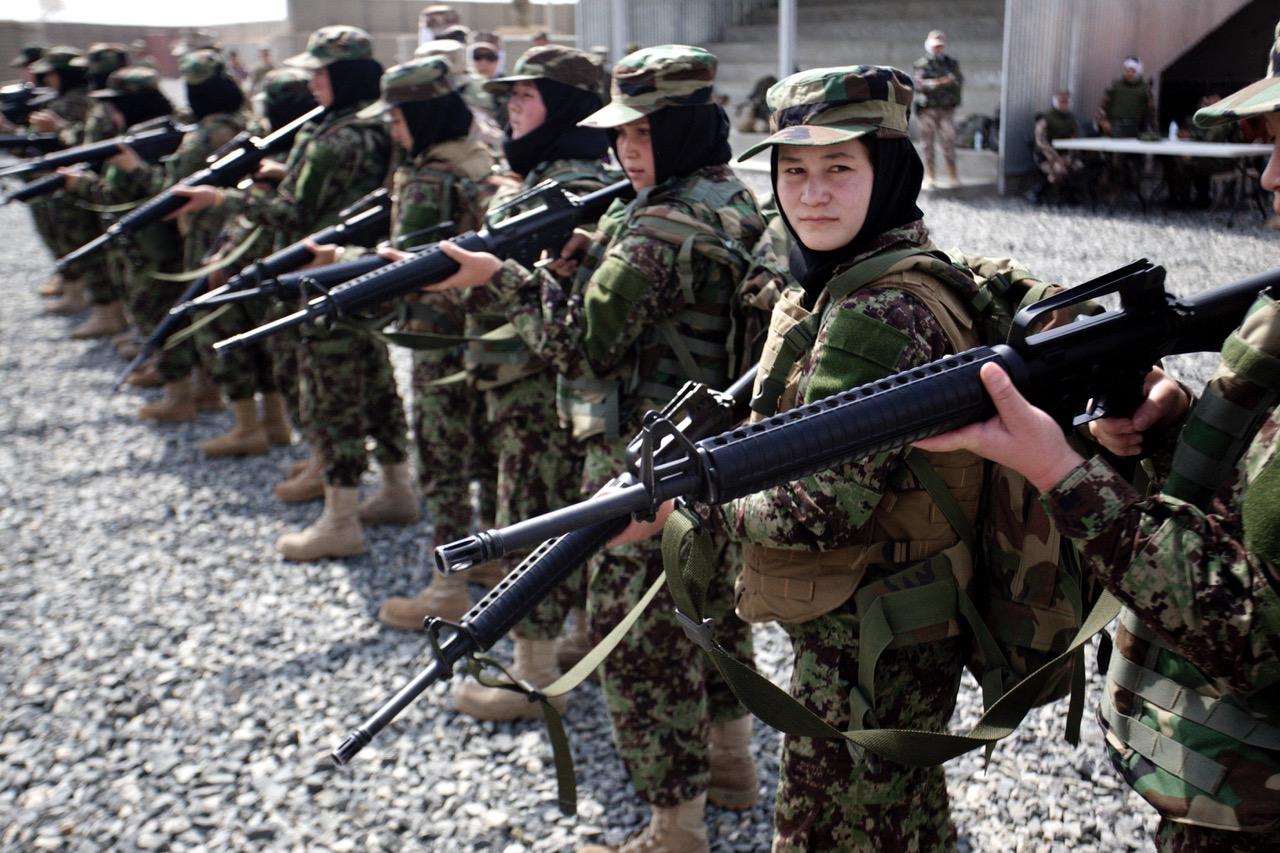 women-soldiers-war-photography.jpeg