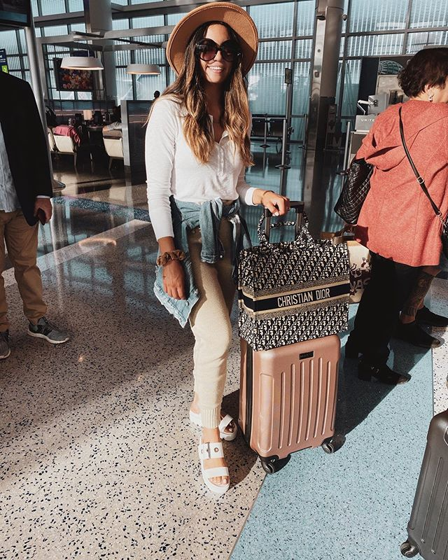 Airport attire ✈️ All about comfort when I travel. What about you? @liketoknow.it http://liketk.it/2FsKs #liketkit #LTKtravel #LTKstyletip #LTKsalealert #LTKunder50  #airportstyle #comfystyle