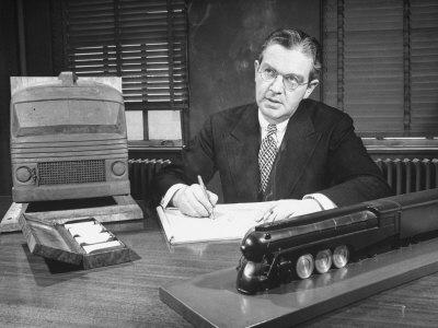 Dreyfuss, el padre de la ergonomía moderna. Un señor serio.