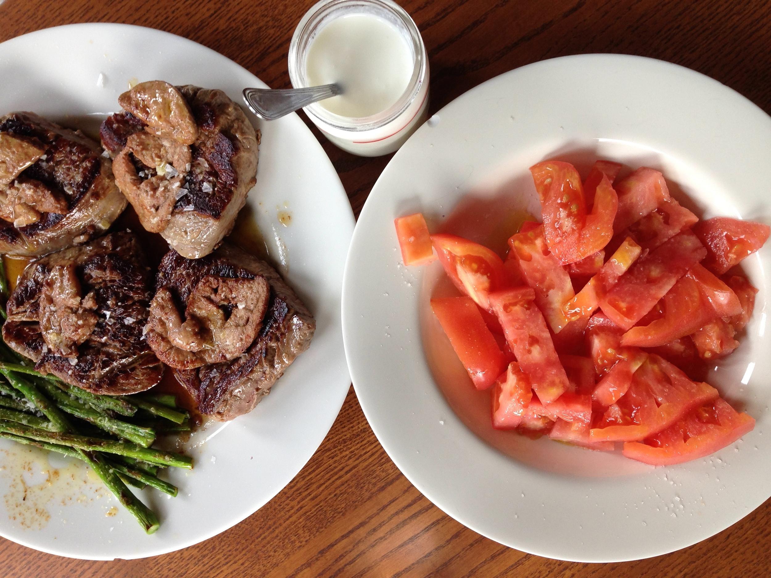 Por eso nivelé los sabores con un tomate feo (se llaman así, en serio) y un  yogur casero .